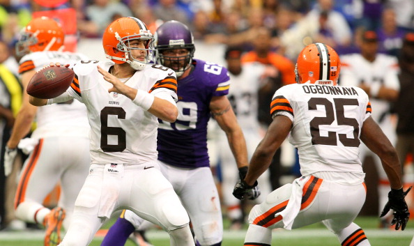 MINNEAPOLIS, MN - SEPTEMBER 22:  Brian Hoyer #6 of the Cleveland Browns looks to pass against the Minnesota Vikings on September 22, 2013 at Mall of America Field at the Hubert Humphrey Metrodome in Minneapolis, Minnesota. (Photo by Adam Bettcher/Getty Images)