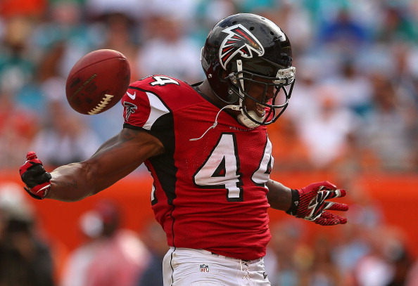MIAMI GARDENS, FL - SEPTEMBER 22:  Jason Snelling #44 of the Atlanta Falcons reacts to scoring a touchdown during a game against the Miami Dolphins at Sun Life Stadium on September 22, 2013 in Miami Gardens, Florida.  (Photo by Mike Ehrmann/Getty Images)