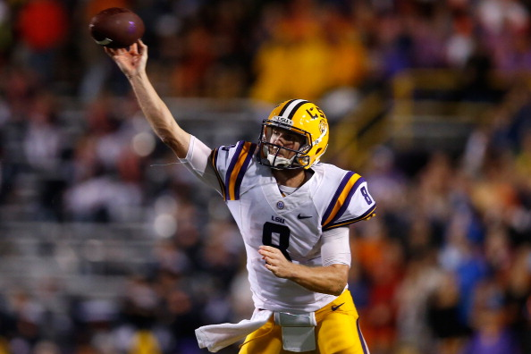 BATON ROUGE, LA - SEPTEMBER 21:  Zach Mettenberger #8 of the LSU Tigers looks to throw a pass against the Auburn Tigers at Tiger Stadium on September 21, 2013 in Baton Rouge, Louisiana.  (Photo by Chris Graythen/Getty Images)