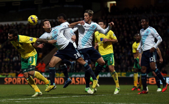 NORWICH, ENGLAND - DECEMBER 26:  Bradley Johnson of Norwich City heads in front of Cesar Azpilicueta of Chelsea and Fernando Torres of Chelsea during the Barclays Premier League match between Norwich City and Chelsea at Carrow Road on December 26, 2012 in Norwich, England.  (Photo by Julian Finney/Getty Images)