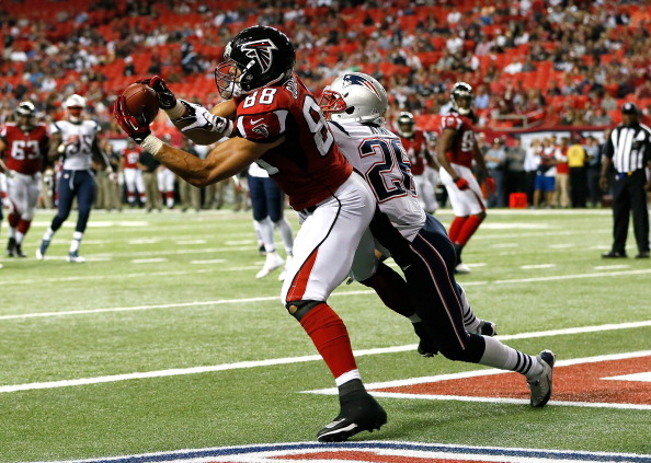 ATLANTA, GA - SEPTEMBER 29:  Tony Gonzalez #88 of the Atlanta Falcons pulls in this touchdown reception against Logan Ryan #26 of the New England Patriots at Georgia Dome on September 29, 2013 in Atlanta, Georgia.  (Photo by Kevin C. Cox/Getty Images)