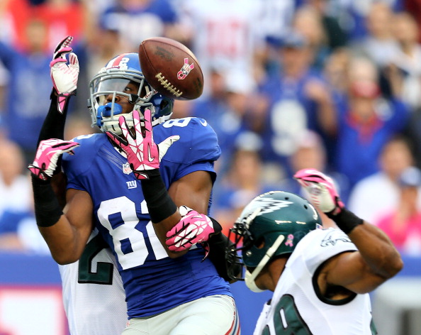 EAST RUTHERFORD, NJ - OCTOBER 06:   Rueben Randle #82 of the New York Giants drops a pass in the first quarter against the Philadelphia Eagles at MetLife Stadium on October 6, 2013 in East Rutherford, New Jersey.  (Photo by Elsa/Getty Images)