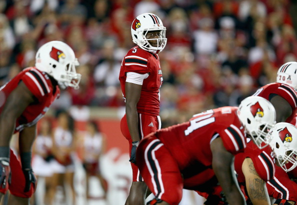 LOUISVILLE, KY - OCTOBER 10:  Teddy Bridgewater #5 of the Louisville Cardinals gives instructions to his team during the game against the Rutgers Scarlet Knights at Papa John's Cardinal Stadium on October 10, 2013 in Louisville, Kentucky.  (Photo by Andy Lyons/Getty Images)
