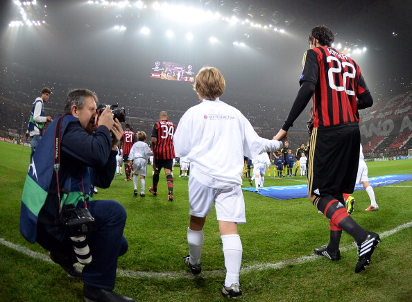 MILAN, ITALY - OCTOBER 22:  Kaka of AC Milan #22 enters the pitch before the UEFA Champions League Group H match between AC Milan and Barcelona at Stadio Giuseppe Meazza on October 22, 2013 in Milan, Italy.  (Photo by Claudio Villa/Getty Images)