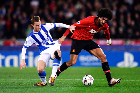 SAN SEBASTIAN, SPAIN - NOVEMBER 05:  Marouanne Fellaini of Manchester United duels for the ball with David Zurutuza Veillet of Real Sociedad de Futbol during the UEFA Champions League Group A match between Real Sociedad de Futbol and Manchester United at Estadio Anoeta on November 5, 2013 in San Sebastian, Spain.  (Photo by David Ramos/Getty Images)