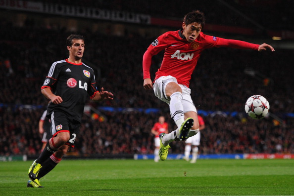 MANCHESTER, ENGLAND - SEPTEMBER 17:  Shinji Kagawa of Manchester United wins the ball during the UEFA Champions League Group A match between Manchester United and Bayer Leverkusen at Old Trafford on September 17, 2013 in Manchester, England.  (Photo by Michael Regan/Getty Images)