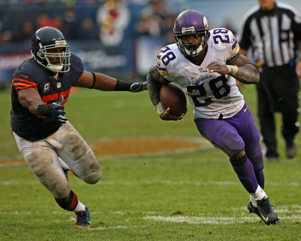 CHICAGO, IL - SEPTEMBER 15:  Adrian Peterson #28 of the Minnesota Vikings is chased by Lance Briggs #55 of the Chicago Bears at Soldier Field on September 15, 2013 in Chicago, Illinois. The Bears defeated the Vikings 31-30.  (Photo by Jonathan Daniel/Getty Images)