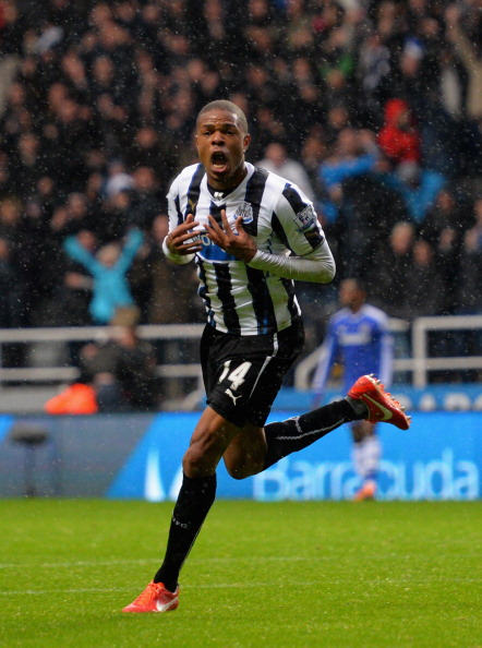 NEWCASTLE UPON TYNE, ENGLAND - NOVEMBER 02:  Loic Remy of Newcastle United celebrates scoring their second goal during the Barclays Premier League match between Newcastle United and Chelsea at St James' Park on November 2, 2013 in Newcastle upon Tyne, England.  (Photo by Shaun Botterill/Getty Images)