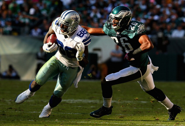 PHILADELPHIA, PA - OCTOBER 20:  Dez Bryant #88 of the Dallas Cowboys carries the ball as Cary Williams #26 of the Philadelphia Eagles defends  on October 20, 2013 at Lincoln Financial Field in Philadelphia, Pennslyvania.The Dallas Cowboys defeated the Philadelphia Eagles 17-3.  (Photo by Elsa/Getty Images)