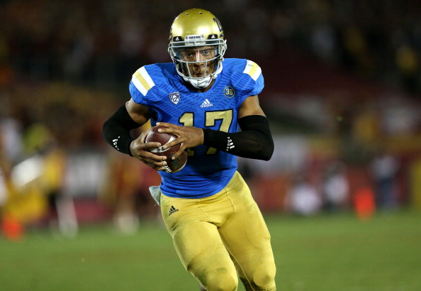 LOS ANGELES, CA - NOVEMBER 30:  Quarterback Brett Hundley #17 of the UCLA Bruins carries on a 12 yard touchdown run in the third quarter against the USC Trojans at Los Angeles Coliseum on November 30, 2013 in Los Angeles, California.  The Bruins won 35-14.  (Photo by Stephen Dunn/Getty Images)