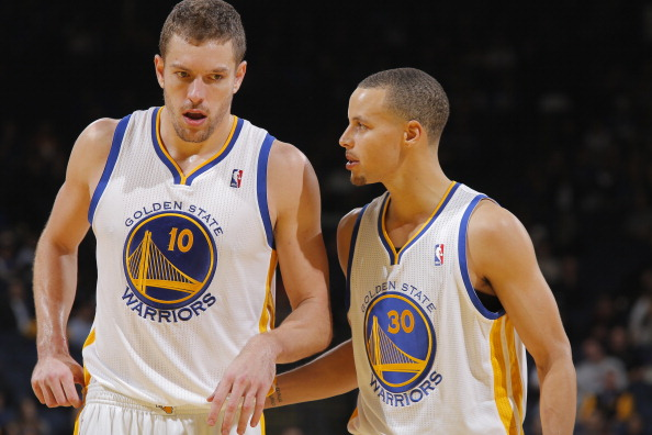 OAKLAND, CA - DECEMBER 17: Teammates David Lee #10 and Stephen Curry #30 of the Golden State Warriors talk while facing the New Orleans Pelicans on December 17, 2013 at Oracle Arena in Oakland, California. NOTE TO USER: User expressly acknowledges and agrees that, by downloading and or using this photograph, user is consenting to the terms and conditions of Getty Images License Agreement. Mandatory Copyright Notice: Copyright 2013 NBAE (Photo by Rocky Widner/NBAE via Getty Images)