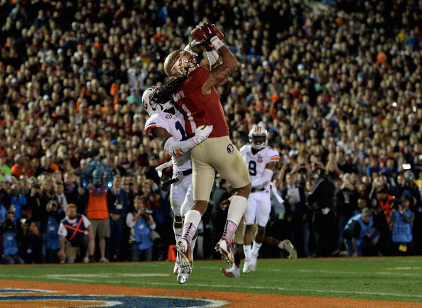 PASADENA, CA - JANUARY 06:  Wide receiver Kelvin Benjamin #1 of the Florida State Seminoles catches a 2-yard pass for a touchdown to take a 33-31 lead in the final moments of the fourth quarter during the 2014 Vizio BCS National Championship Game at the Rose Bowl on January 6, 2014 in Pasadena, California. Florida State lead 34-31 after a successful extra point.  (Photo by Harry How/Getty Images)