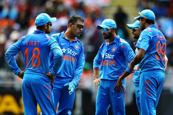 AUCKLAND, NEW ZEALAND - JANUARY 25: MS Dhoni of India gives orders to his team during the One Day International match between New Zealand and India at Eden Park on January 25, 2014 in Auckland, New Zealand.  (Photo by Anthony Au-Yeung/Getty Images)