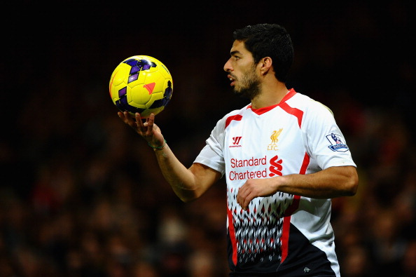 LONDON, ENGLAND - NOVEMBER 02:  Luis Suarez of Liverpool prepares to take a throw in during the Barclays Premier League match between Arsenal and Liverpool at Emirates Stadium on November 2, 2013 in London, England.  (Photo by Laurence Griffiths/Getty Images)