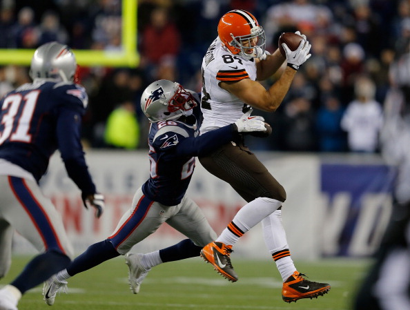 FOXBORO, MA - DECEMBER 8:  Jordan Cameron #84 of the Cleveland Browns catches a pass as Steve Gregory #28 of the New England Patriots defends at Gillette Stadium on December 8, 2013 in Foxboro, Massachusetts. (Photo by Jim Rogash/Getty Images)