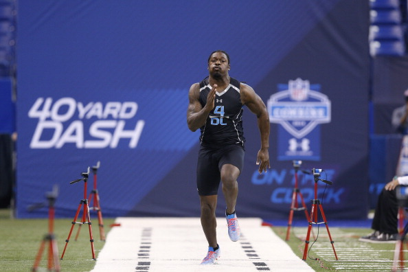 INDIANAPOLIS, IN - FEBRUARY 24: Former South Carolina defensive lineman Jadeveon Clowney runs the 40-yard dash during the 2014 NFL Combine at Lucas Oil Stadium on February 24, 2014 in Indianapolis, Indiana. (Photo by Joe Robbins/Getty Images)