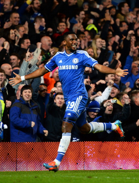 LONDON, ENGLAND - JANUARY 19:  Samuel Eto'o of Chelsea celebrates after scoring his team's third goal and completing his hat trick during the Barclays Premier League match between Chelsea and Manchester United at Stamford Bridge on January 19, 2014 in London, England.  (Photo by Mike Hewitt/Getty Images)