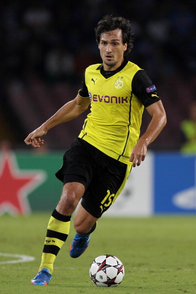 NAPLES, ITALY - SEPTEMBER 18:  Mats Hummels of Borussia Dortmund in action during the Uefa Champions League Group F match between Napoli and Borussia Dortmund at Stadio San Paolo on September 18, 2013 in Naples, Italy.  (Photo by Paolo Bruno/Getty Images)