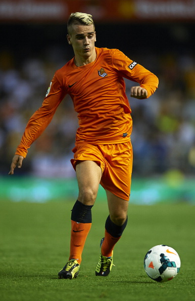 VALENCIA, SPAIN - OCTOBER 19:  Antoine Griezmann of Real Sociedad in action during the La Liga match between Valencia CF and Real Sociedad at Estadio Mestalla on October 19, 2013 in Valencia, Spain.  (Photo by Manuel Queimadelos Alonso/Getty Images)