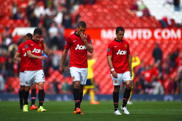 MANCHESTER, ENGLAND - MAY 03:  Dejected Manchester United players walk off the pitch following their team's1-0 defeat during the Barclays Premier League match between Manchester United and Sunderland at Old Trafford on May 3, 2014 in Manchester, England.  (Photo by Shaun Botterill/Getty Images)