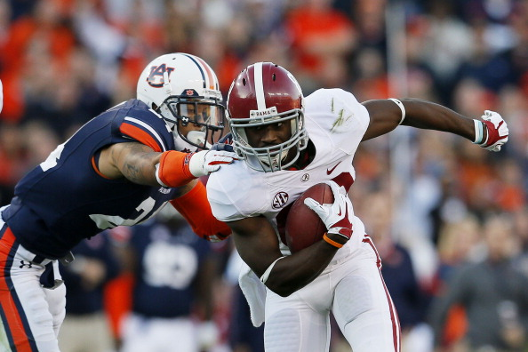 AUBURN, AL - NOVEMBER 30:  Kevin Norwood #83 of the Alabama Crimson Tide catches a tipped ball in the second quarter against the defense of Ryan Smith #24 of the Auburn Tigers at Jordan-Hare Stadium on November 30, 2013 in Auburn, Alabama.  (Photo by Kevin C. Cox/Getty Images)
