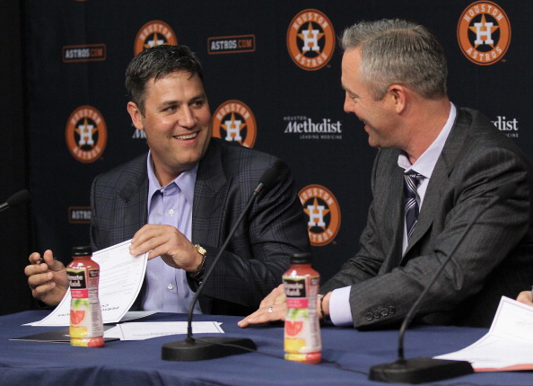 HOUSTON, TX - APRIL 05:  Former Houston Astros Lance Berkman signs a one day personel services contract to retire as a Houston Astro at Minute Maid Park on April 5, 2014 in Houston, Texas. Presenting Berkman with the contract is Reid Ryan, President of Business Operations for Houston Astros. (Photo by Bob Levey/Getty Images)