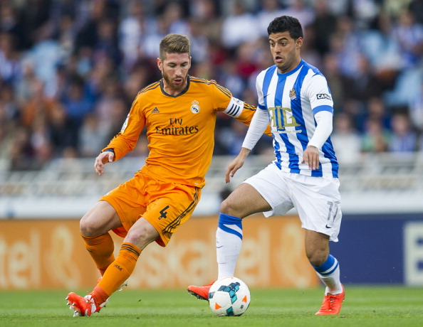 SAN SEBASTIAN, SPAIN - APRIL 05:  Sergio Ramos of Real Madrid CF duels for the ball with Carlos Vela of Real Sociedad during the La Liga match between Real Sociedad and Real Madrid CF at Estadio Anoeta on April 5, 2014 in San Sebastian, Spain.  (Photo by Juan Manuel Serrano Arce/Getty Images)