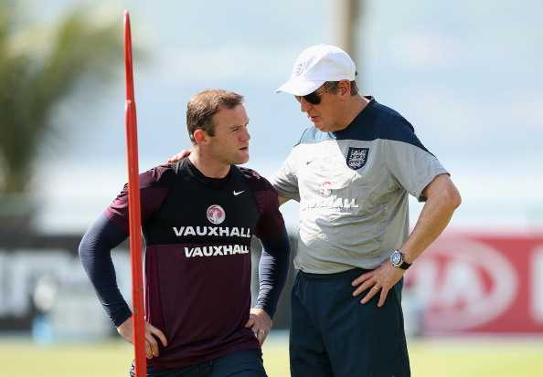 RIO DE JANEIRO, BRAZIL - JUNE 16:  Wayne Rooney of England talks to Roy Hodgson of England during a training session at the Urca military base (Forte de Urca) training ground at on June 16, 2014 in Rio de Janeiro, Brazil.  (Photo by Richard Heathcote/Getty Images)