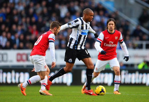 NEWCASTLE UPON TYNE, ENGLAND - DECEMBER 29: Loic Remy of  Newcastle United is closed down by Jack Wilshere (L) and Tomas Rosicky of Arsenal during the Barclays Premier League match between Newcastle United and Arsenal at St James' Park on December 29, 2013 in Newcastle upon Tyne, England.  (Photo by Michael Regan/Getty Images)