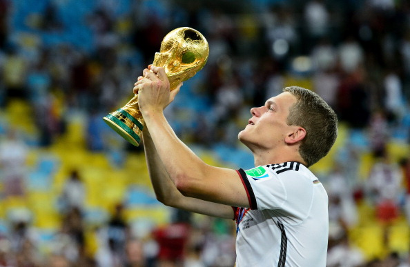 RIO DE JANEIRO, BRAZIL - JULY 13: Matthias Ginter celebrates with the trophy after defeating Argentina 1-0 in extra time during the 2014 FIFA World Cup Brazil Final match between Germany and Argentina at Maracana on July 13, 2014 in Rio de Janeiro, Brazil.  (Photo by Matthias Hangst/Getty Images)