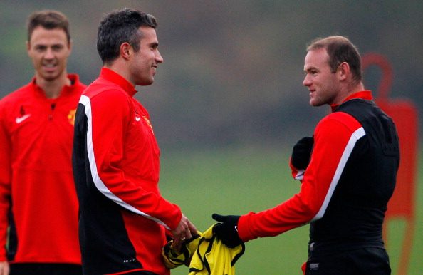 MANCHESTER, ENGLAND - OCTOBER 01: Wayne Rooney (R) and Robin van Persie of Manchester United talk during a training session ahead of their Champions League Group A match against Shakhtar Donetsk at their Carrington Training Complex on October 01, 2013 in Manchester, England (Photo by Paul Thomas/Getty Images)