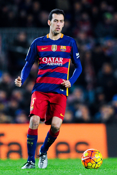 BARCELONA, SPAIN - JANUARY 17:  Sergio Busquets of FC Barcelona during the La Liga match between FC Barcelona and Athletic Club de Bilbao  at Camp Nou on January 17, 2016 in Barcelona, Spain.  (Photo by David Ramos/Getty Images)