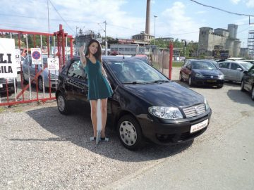 Fiat Punto 1,2 DYNAMIC****5 VRATA***FULL OPREMA****NA KREDIT*****