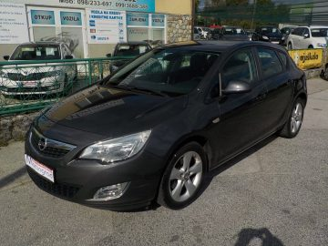 Opel Astra 1,7 CDTI,81kw servisna,na ime,MODEL 2011**KARTICE**RATE**