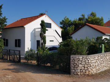 Dvije kuće s okućnicom u Košljunu na otoku Pagu