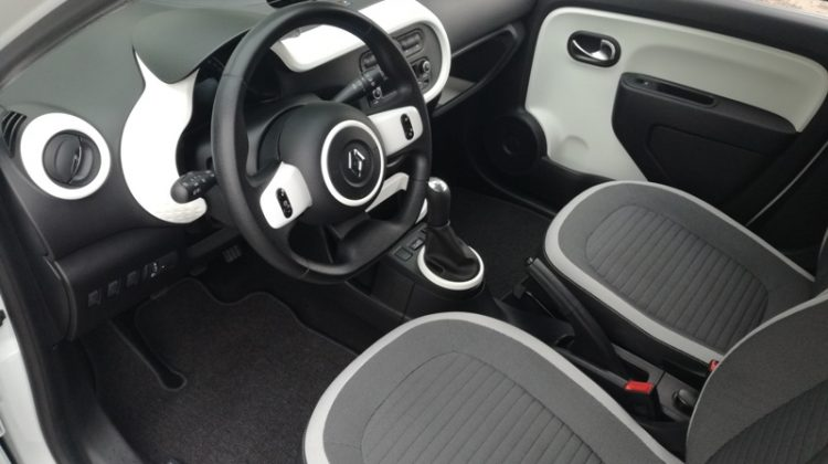 Renault twingo, novi model, puno opreme, kupljen novi u HR, održavan