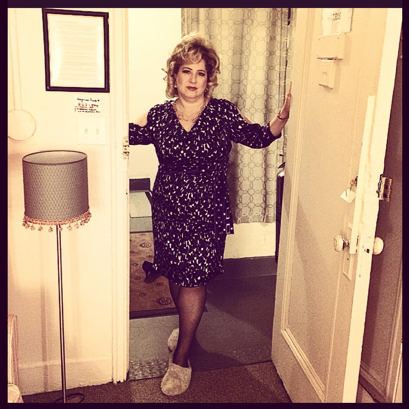 http://s3.amazonaws.com/broadwaybox/mediaspot/ISBY-Aunt_Sheila_backstage.jpg