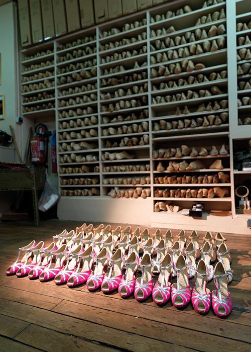 http://s3.amazonaws.com/broadwaybox/mediaspot/Shoeslong.jpg