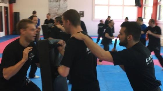 Spezial-Lehrgang: Verteidigung gegen Messerangriffe