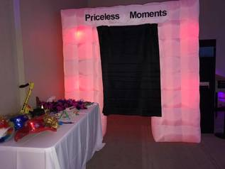 12 priceless moments booth