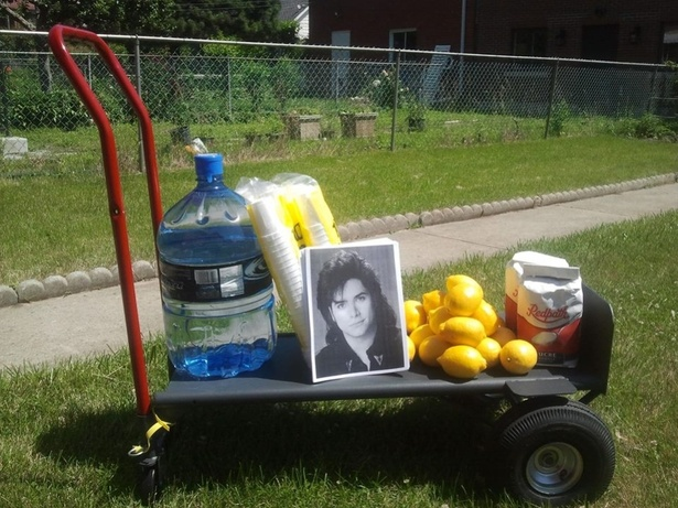 Free Lemonade and Signed Photos of John Stamos
