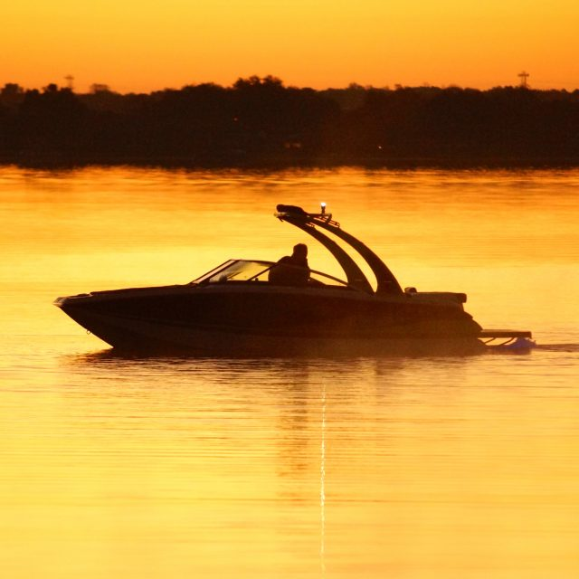 Four Winns TS 222 on Lake Hawaii at sunset.