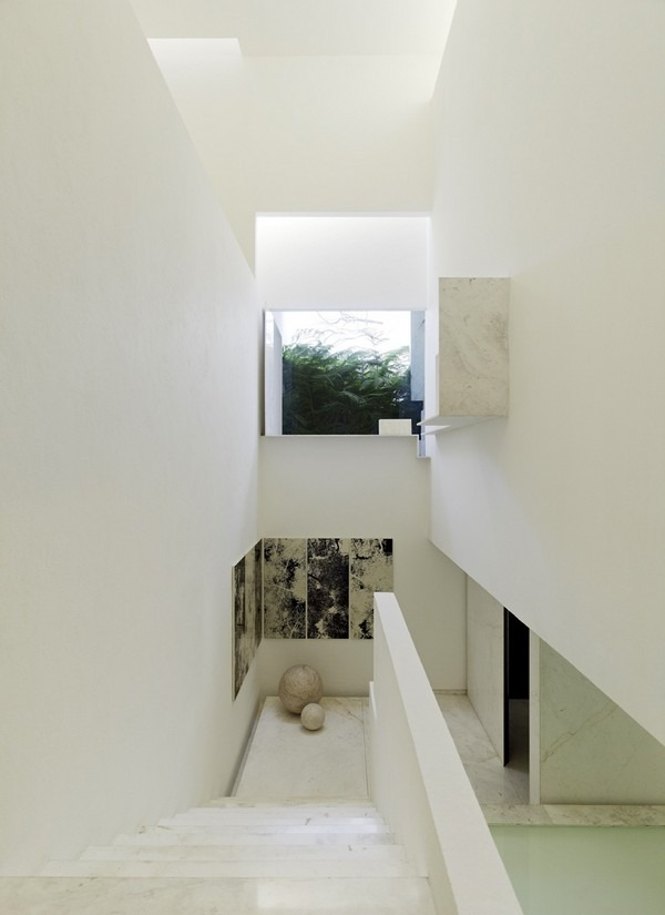 tecas 43 white futuristic residence stairs Back to the Future futuristic residence in Mexico