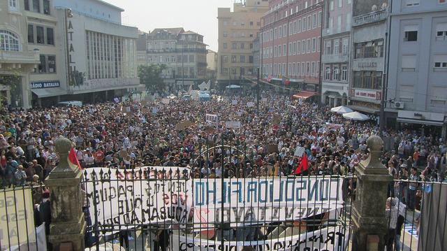 Concentração na Praça da Batalha. Imagem de 15 de Outubro - Porto