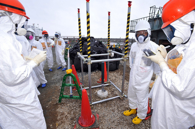 This photo taken on August 6, 2013 shows local government officials and nuclear experts inspecting a monitoring well where high levels of radioactive materials were detected at Tokyo Electric Power's (TEPCO) Fukushima Dai-ichi nuclear plant (Japan out AFP Photo / Japan Pool via JIJI Press)