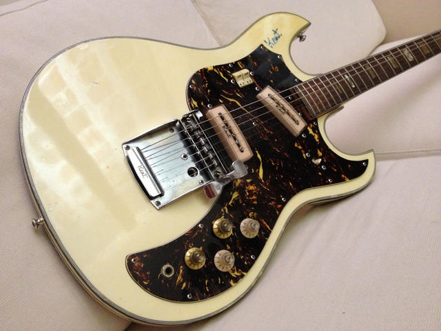 700 Series Electric Guitar