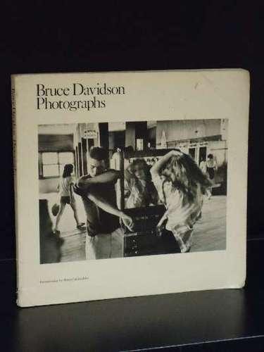 <i>Bruce Davidson: Photographs</i> (1st paperback edition)