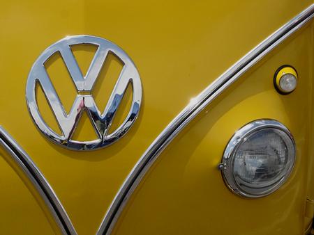 Volkswagen Bus, 1967, Canary Yellow