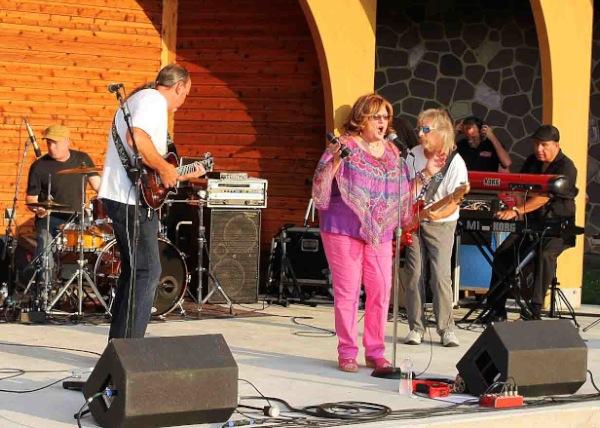 Mimi Nowak Sings the Blues at West End Park