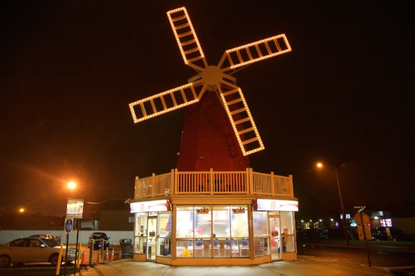 Windmill Glows Orange For Hunger Awareness